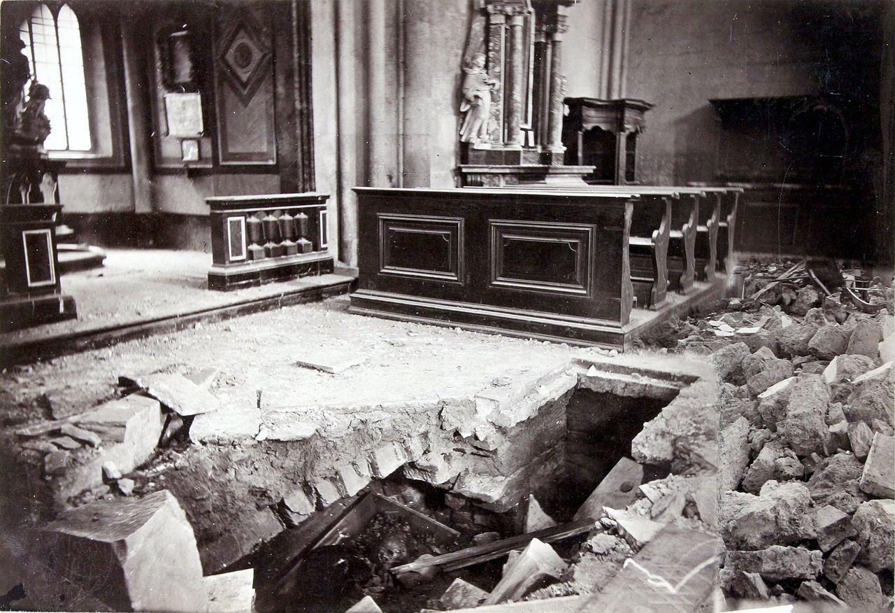 Dana 9 Studenoga 1880 Zagreb Je Pogodio Jak Potres Na Fotografiji Je Prikazana Unutrasnjost Katedrale Nakon Potresa Photo C Ivan Standl