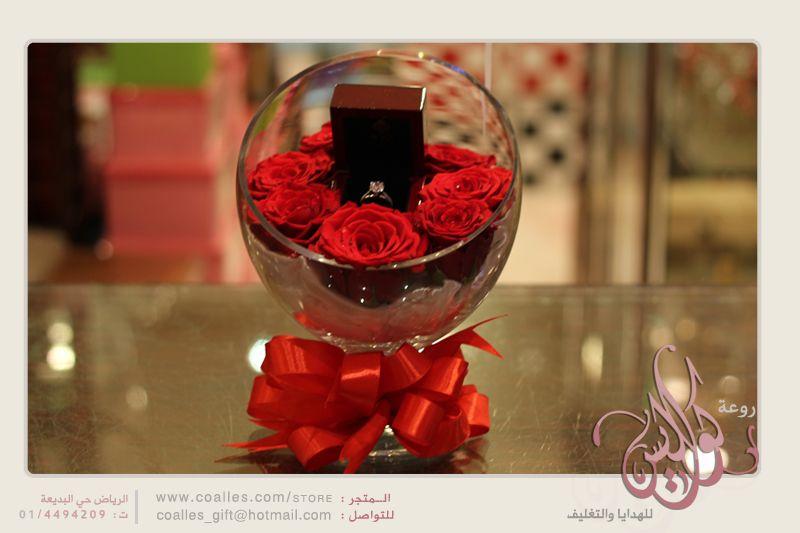 هدية خاتم ذهب تم عرضه في فازة زجاج مع إضافة ورد طبيعي بشكل جميل Dfnilps Jpg Chocolate Desserts Food