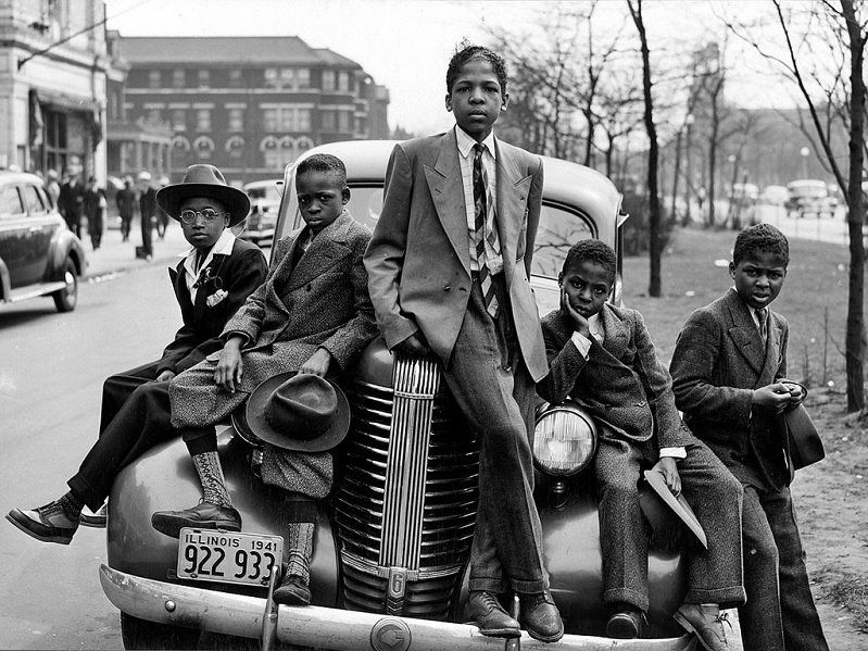 Vintage Swagger. - Cool kids hanging out in the south side of Chicago, 1941. - Photograph by Russell Lee: http://www.loc.gov/pictures/item/fsa2000020200/PP/