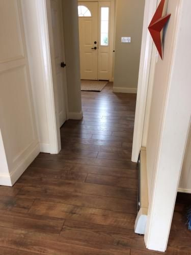 hampton bay country oak sundown 12 mm thick x 6-3/16 in. wide x 50