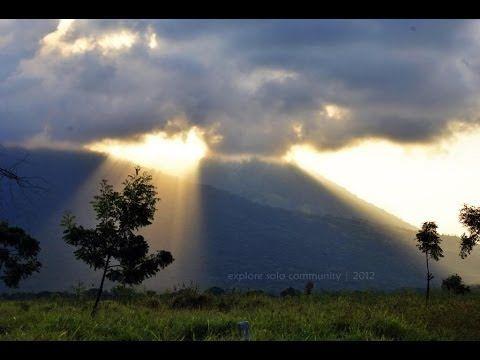 Keindahan Alam Indonesia Fenomena Alam Yang Indah Cahaya Langit Membelah Awan Langit Awan Alam