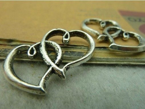 10X Atq Silver Heart to Heart Charm  Y368