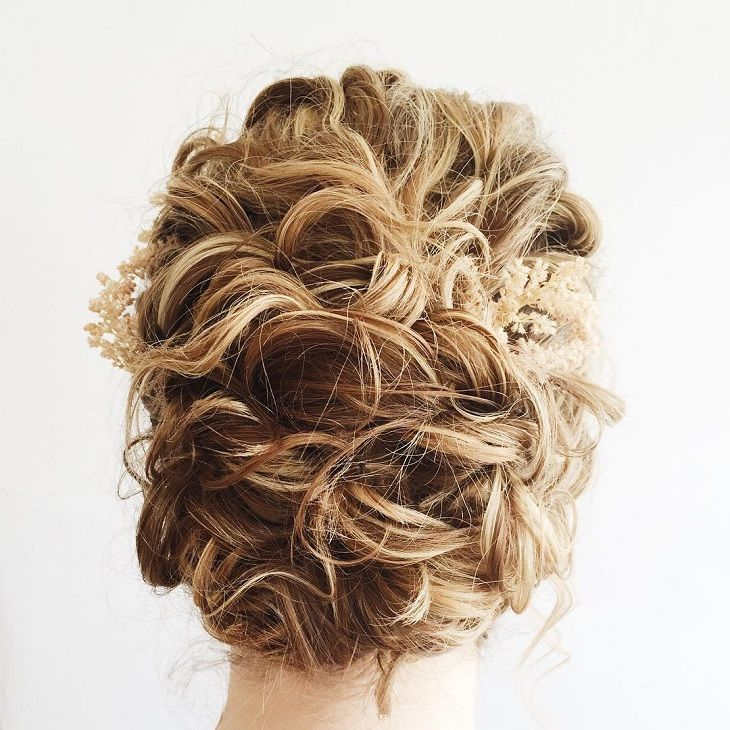 Beautiful messy bridal updo hairstyle | fabmood.com #wedding #hairstyles #updos #messyupdo