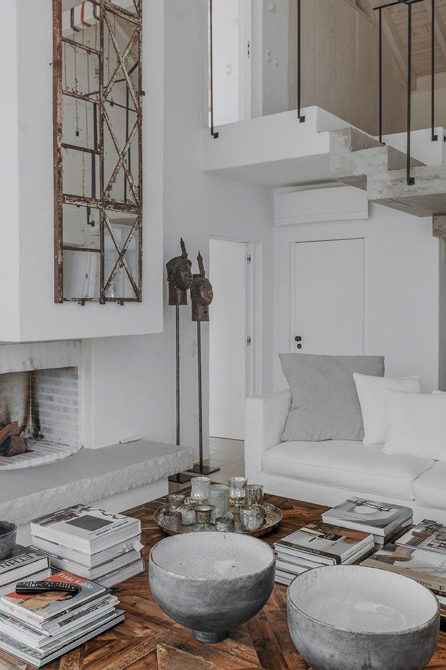 Une Maison Portugaise Renovee En Tons Naturels Planete Deco A Homes World Maisons Mediterraneennes Maison Mediterranee Maison