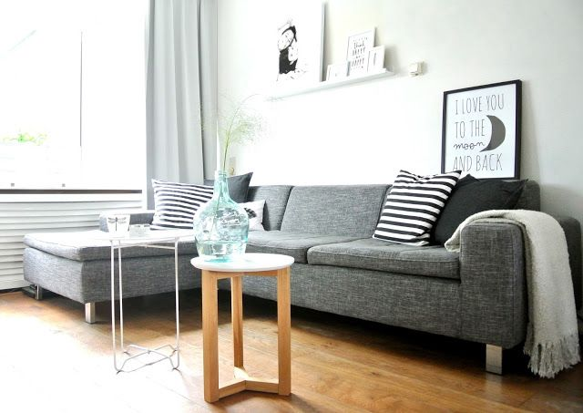 Grijs gemeleerde bank gecombineerd met licht laminaat hoekbank woonstijl puur goossens - Deco woonkamer aan de muur wit ...