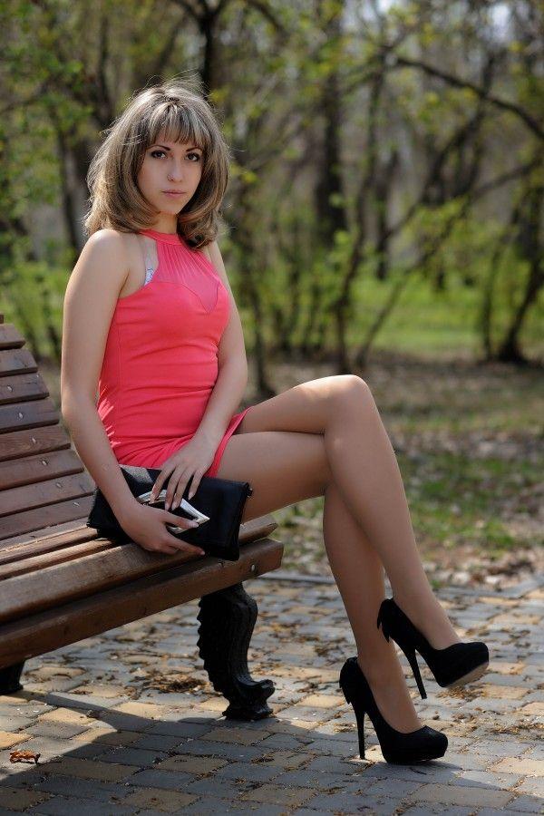 Девушка с сексуальными ножками 13