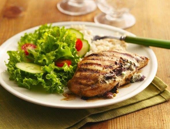 Sustituye lo frito por lo asado: Evita los alimentos fritos o que se cocinen con mucho aceite, en su lugar ingiere platillos hechos en parrilla, al horno o hervidos.