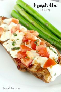 Easy Bruschetta Chicken | For a quick and healthy dinner, you can't beat…