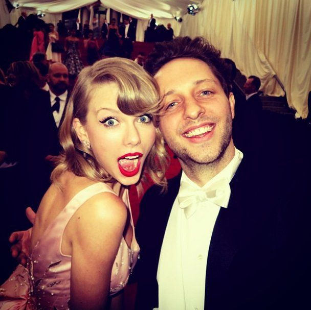 Pin for Later: Taylor Swift's Friends Are Her Best Accessory Derek Blasberg