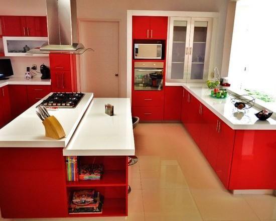 Cozinha vermelha e branca simples