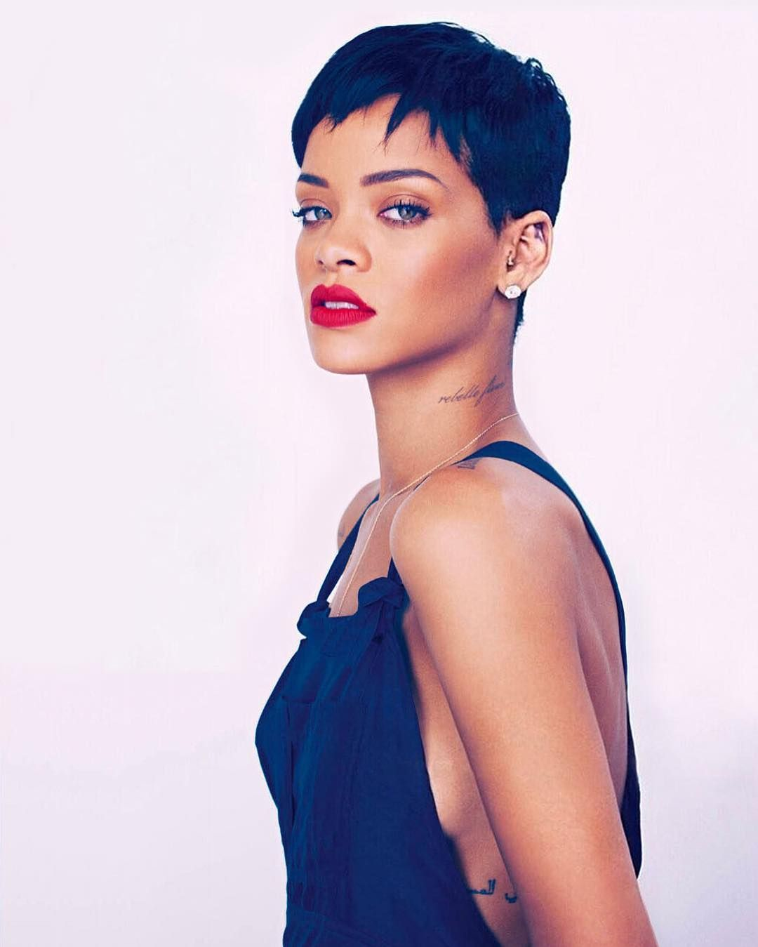 Watch 25 Best Rihanna Hairstyles video