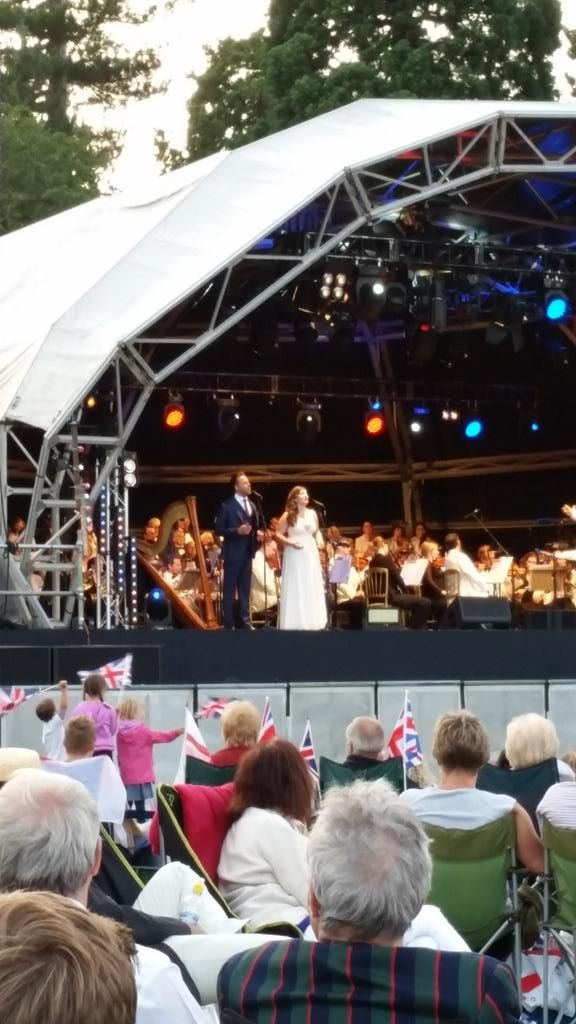 @char_jaconelli and @dankoek stealing the show at #bedfordproms