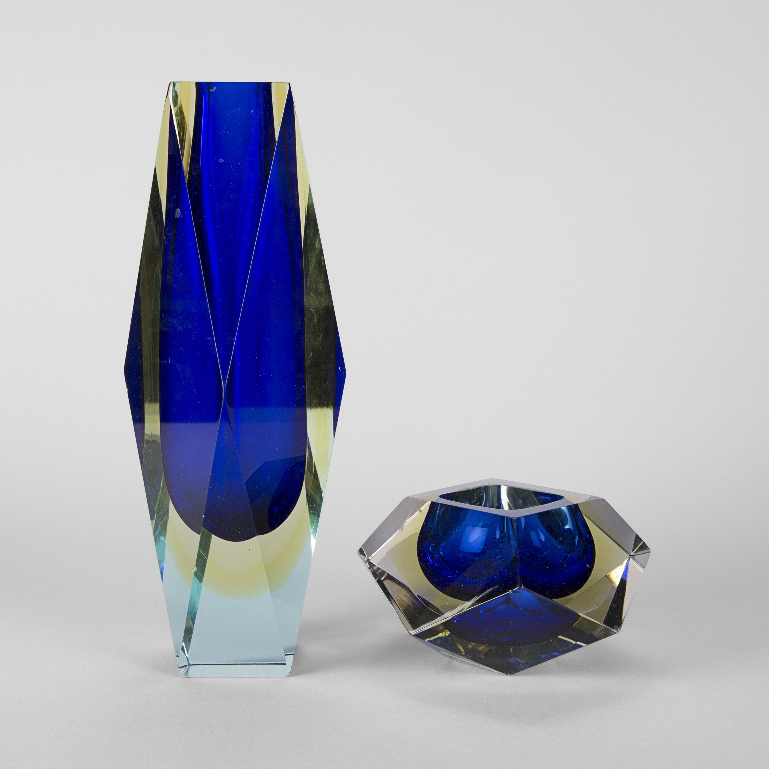 murano deux vases en verre pans coup s et une coupe 2015080246 expertissim murano. Black Bedroom Furniture Sets. Home Design Ideas