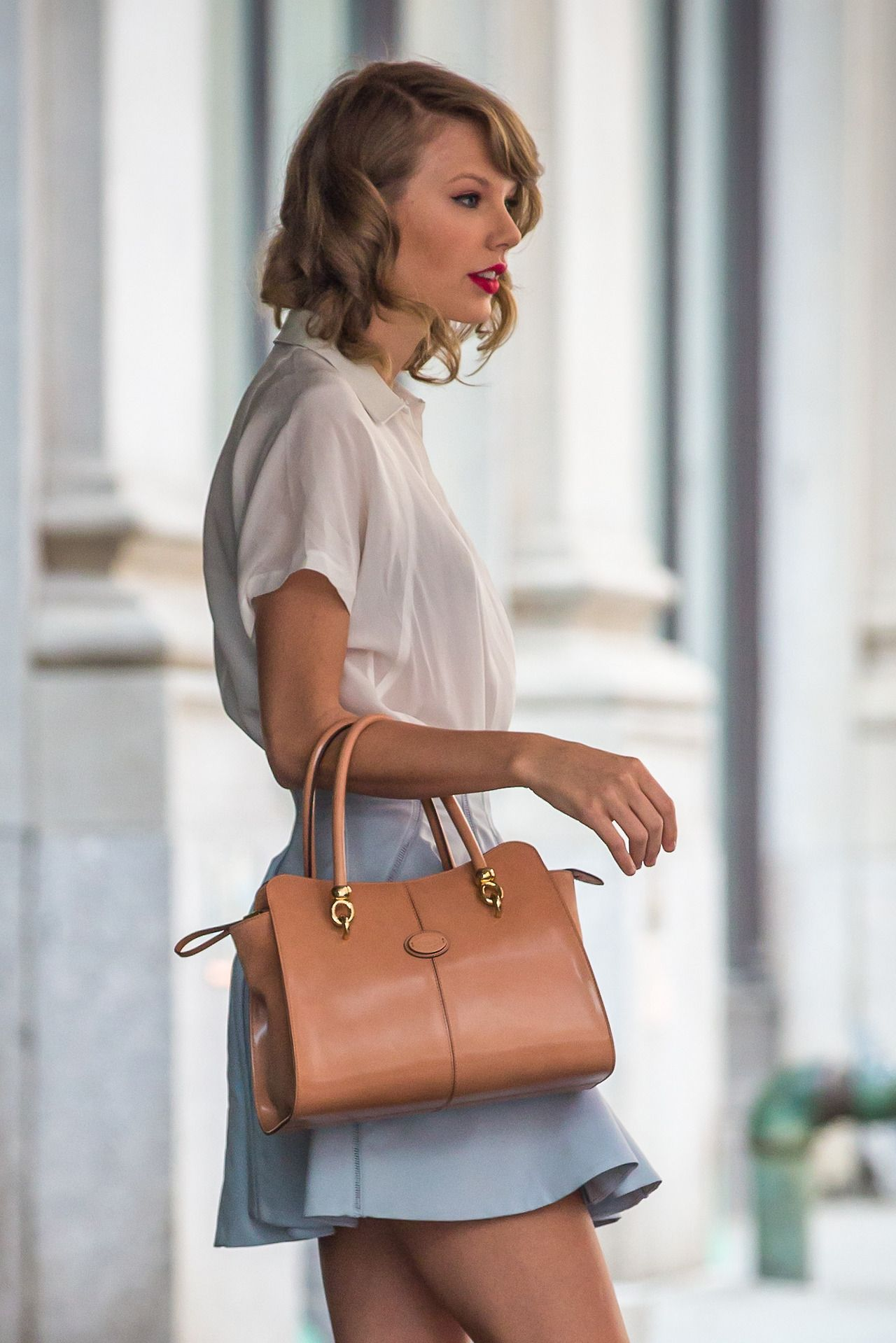 Taylor leaving her apartment on May 24, 2014 | Taylor ...
