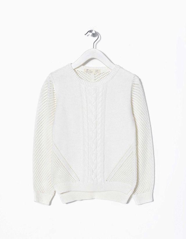 Camisola malha fantasia 100% algodão com torcidos no painel frontal. Parte de trás ligeiramente mais comprida.