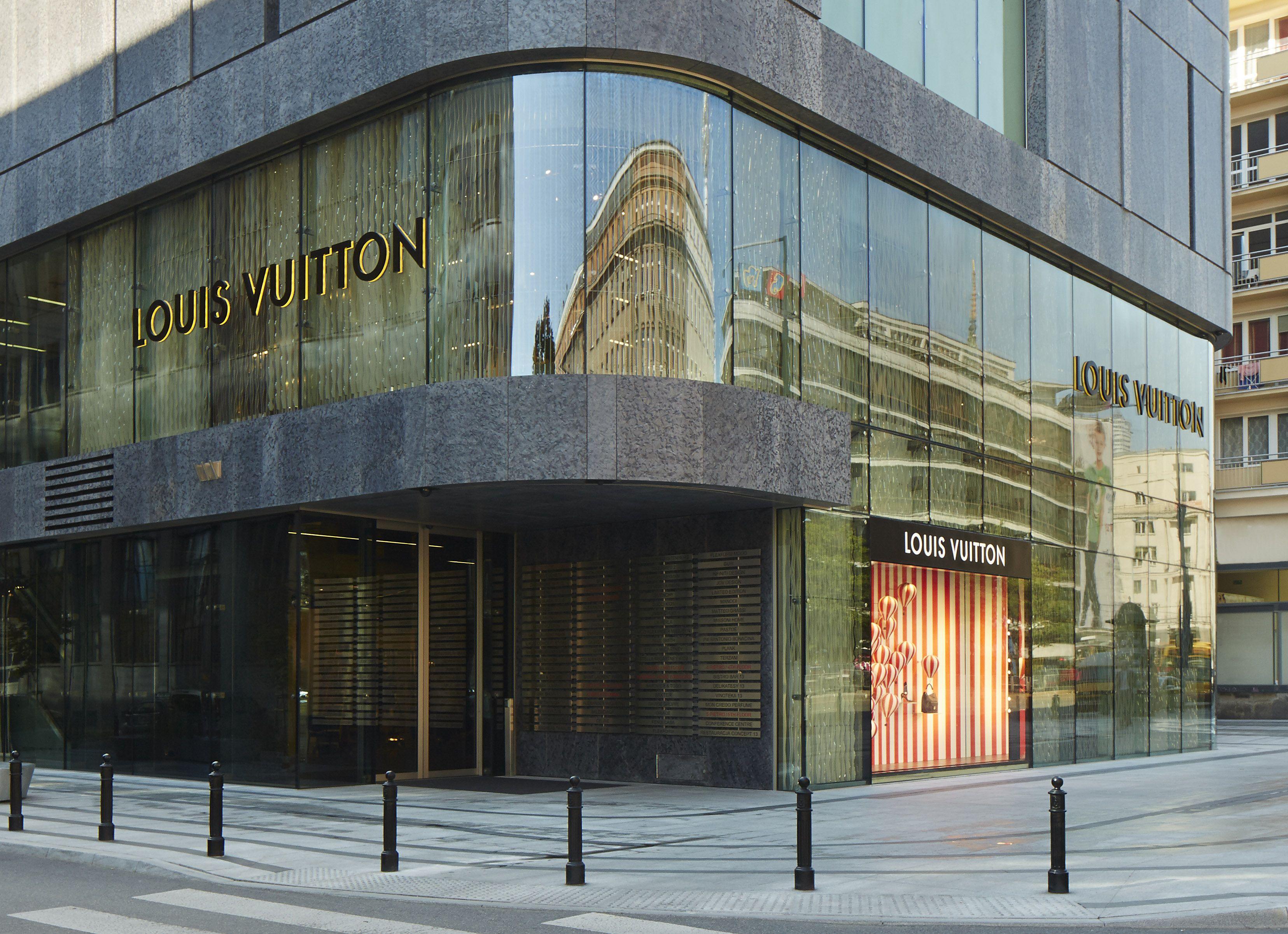 Sklep Louis Vuitton W Warszawie Vitkac Fot Materialy Prasowe Louis Vuitton Vuitton Louis