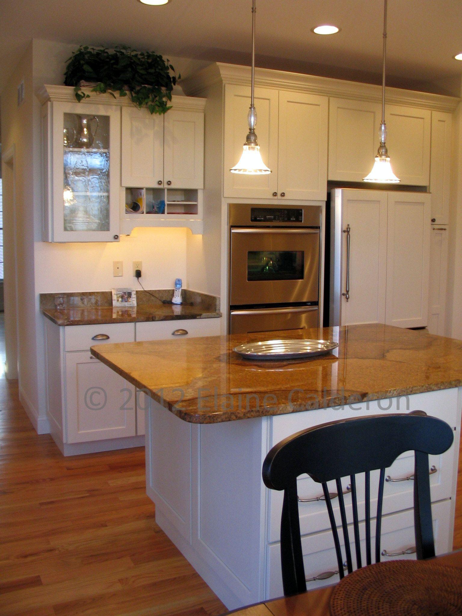 Medallion Gold Cabinetry, Bayside Maple Full Overlay Door, White ...