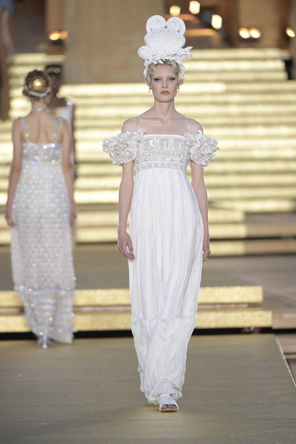 Dolce Gabbana Alta Moda La Sfilata Nella Valle Dei Templi Moda Alta Sartoria Alta Moda Stile Di Moda
