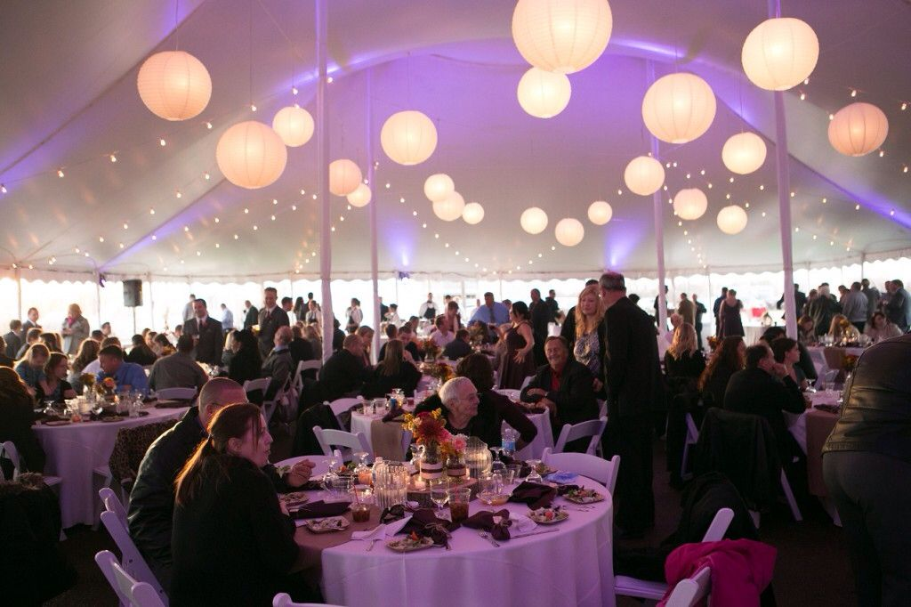 Tent versiering/ verlichting bruiloft - aankleding tent   Pinterest ...