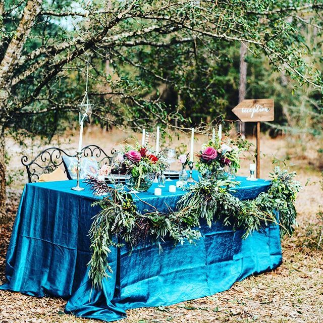 What an amazing gypsy inspired table setup! Our Oasis Crush Taffeta linen was used to elevate this beautiful tablescape. #Gypsy #Boho #Bohemian  #BohoWedding #Shimmer #Wedding #Florida #DestinationWedding #FloridaWedding #Trend #Wedding2016 #Linen #Tablecloth #DWL #Blue #Oasis #Teal #DestinWeddingLinens Photography by: @moriahsutton Event Styling: @dear.bride Florals by: @vineandpetals Furniture Rentals: @hemstitch_vintage Cake and Desserts by: @bonneviespecialty #gypsysetup