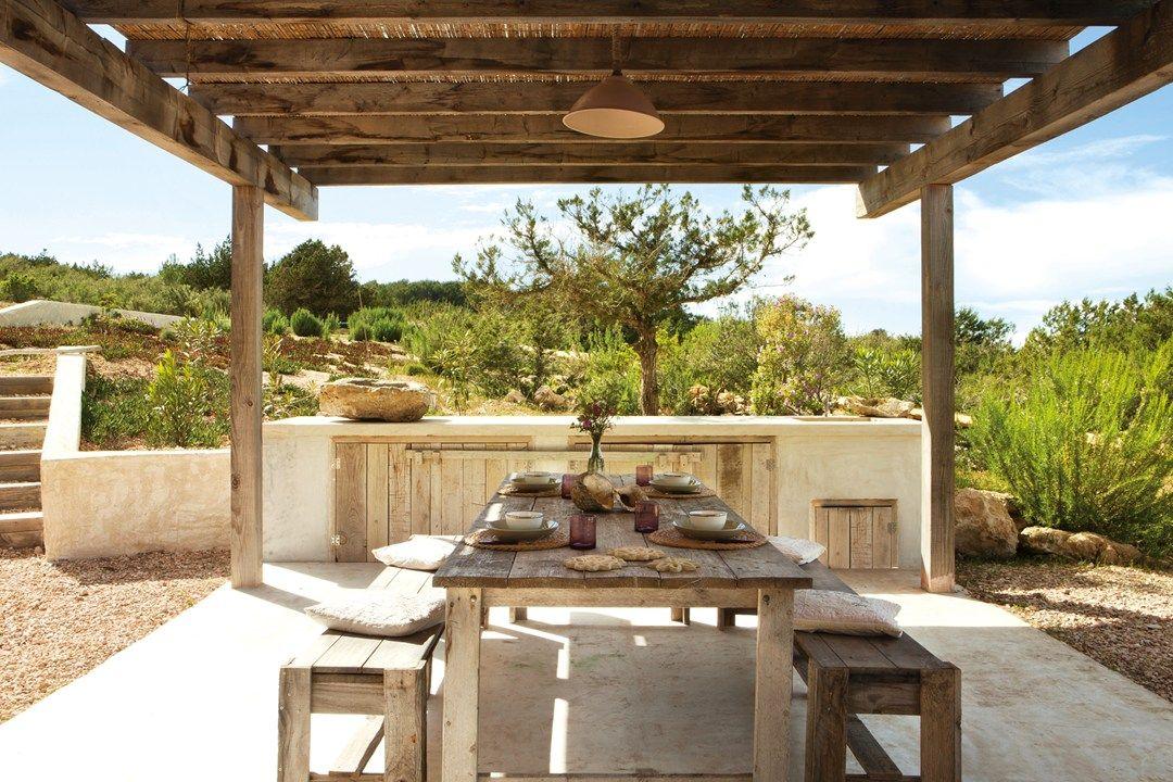 //Outdoor eating at Casa Daniela