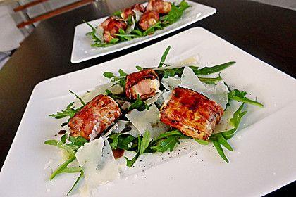 Gebratener Schafskäse im Speckmantel auf Rucola-Parmesan-Salat von goldnagl | Chefkoch
