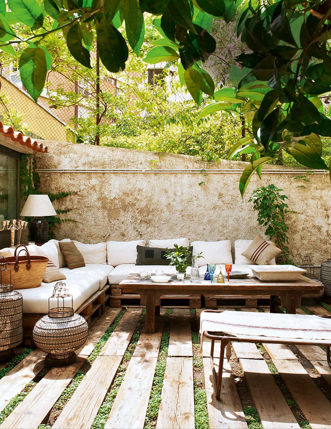 Faire un salon de jardin en palette | Outdoor rooms, Outdoor ...