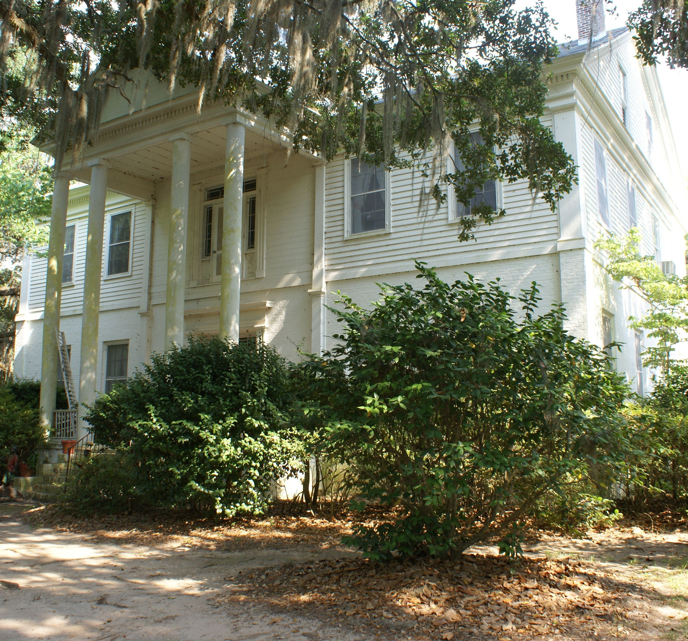 This is lynnhurst said to be the oldest plantation house for Southern plantation house