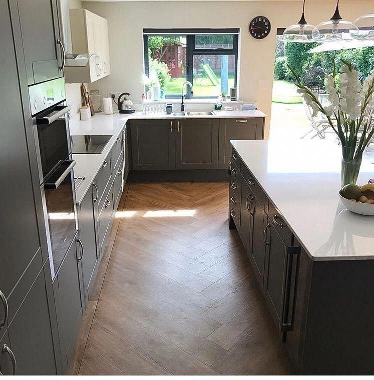 Photo of 5 Schlafzimmer Doppelhaushälfte zum Verkauf in der Harvist Road, Queen's Park, …
