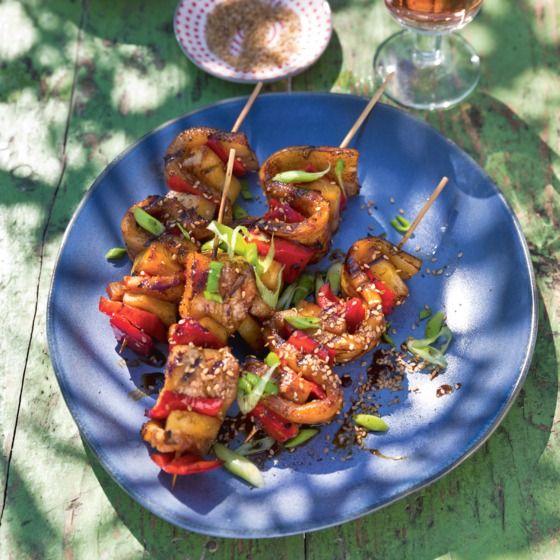 Het recept van de dag is: Sticky speklapspiesen met ananas en paprika!