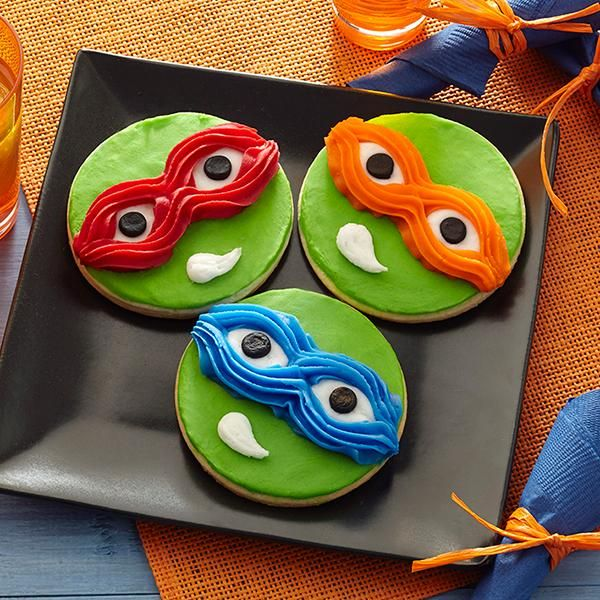 Use Wilton Decorator Icing Pouches with Tips to easily decorate them to look like your favorite baddie-battlin', pizza-lovin' turtle.
