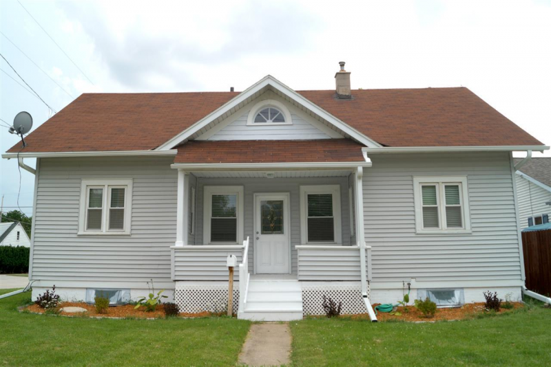 1405 Bowen St, Oshkosh, WI 54901