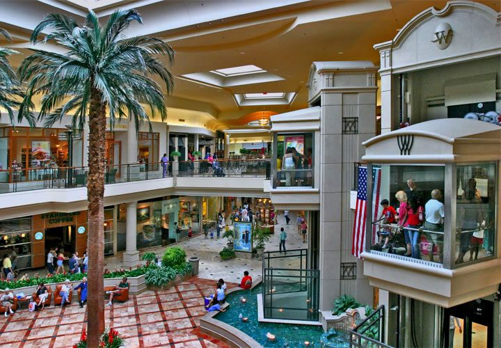 The Original Wellington Mall is located at one of the most desirable major intersections in Wellington – Forest Hill Boulevard and Wellington Trace – less than half a mile from Southern Boulevard, making it equally accessible from nearby Royal Palm Beach and the town of Loxahatchee.