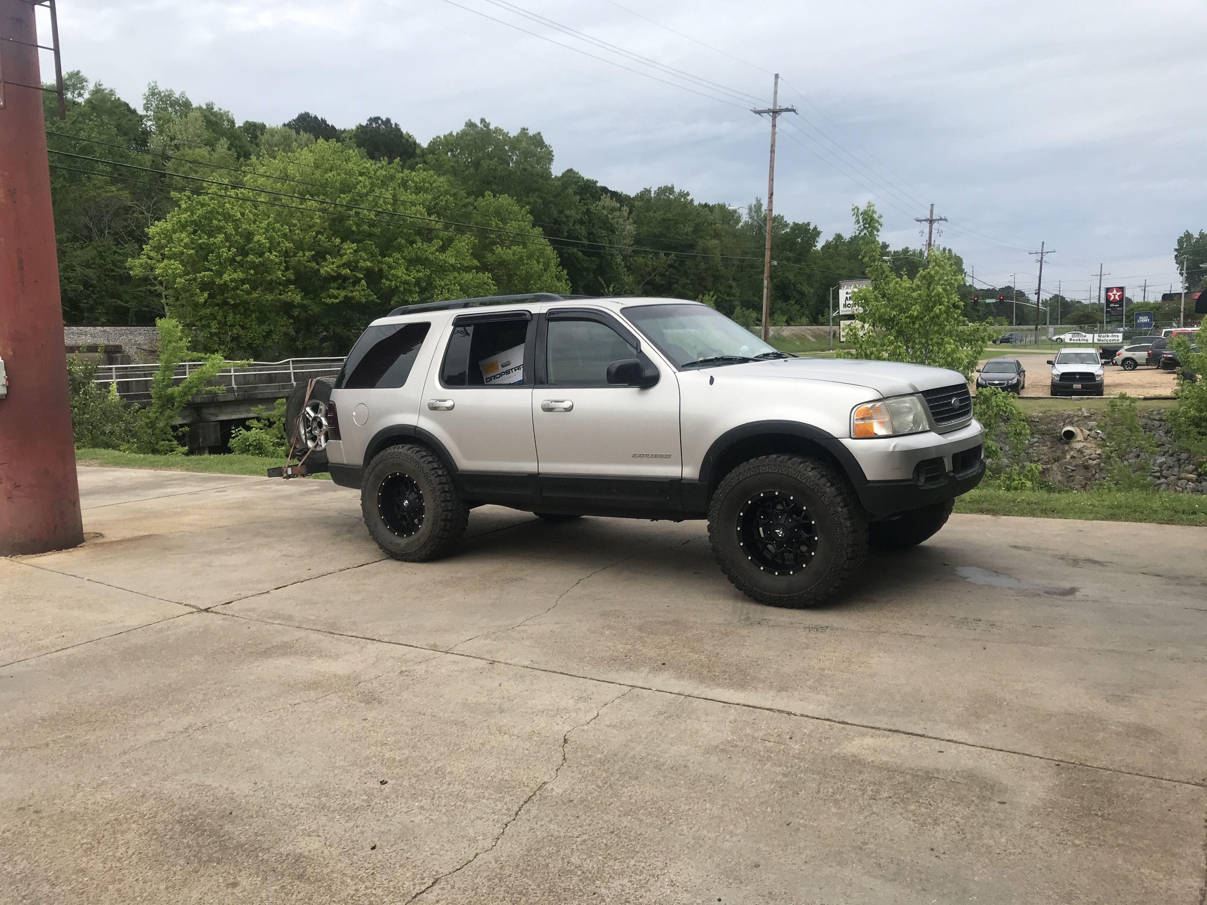 Ford Explorer XLT on 35s in 2020 Ford explorer xlt, Ford