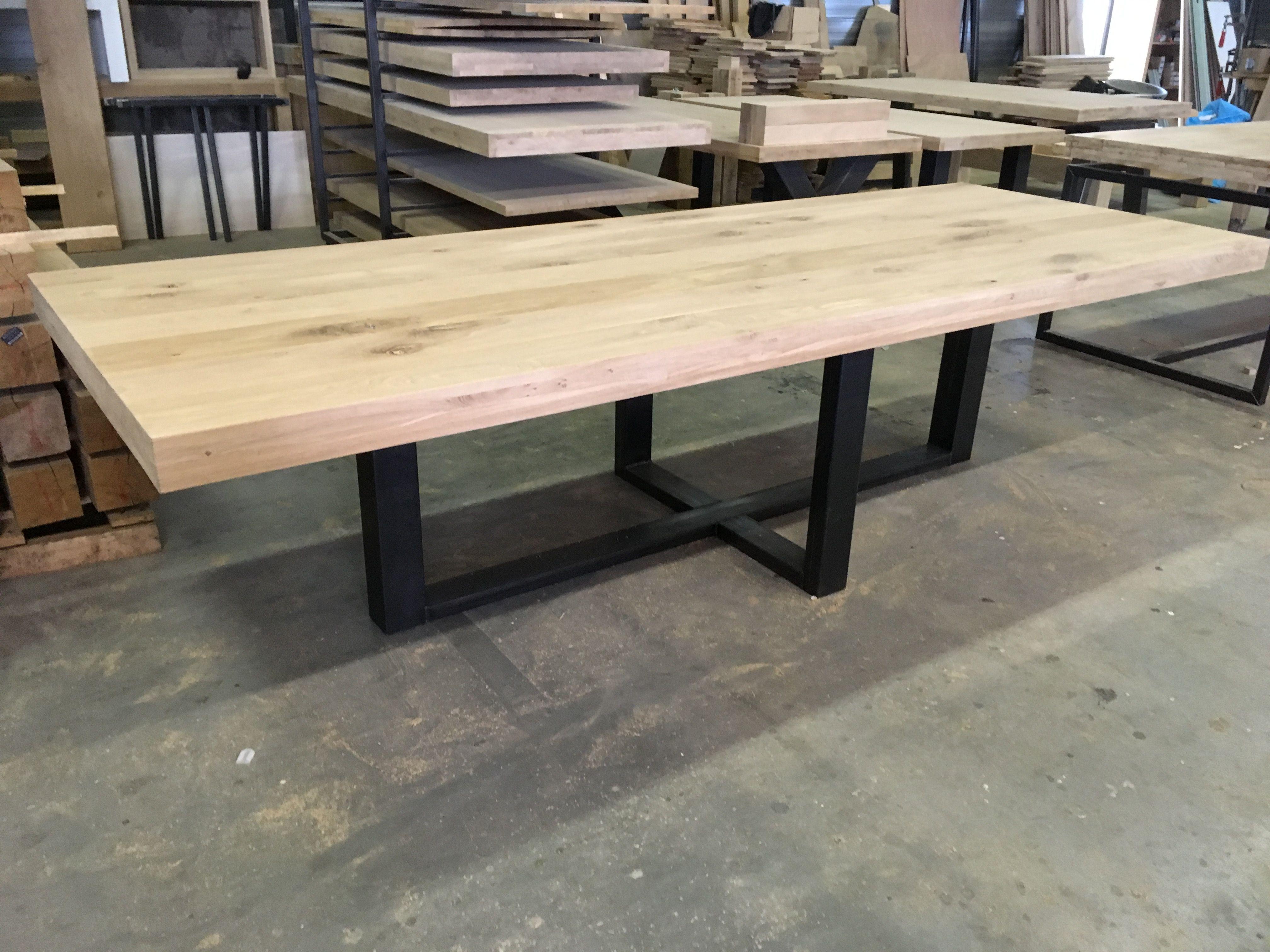 Moderne Eikenhouten Eettafel.Massief Eiken Tafel Met Stalen Onderstel Www Kaldenbach