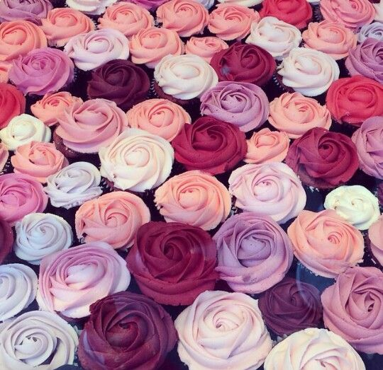Lots of colors makes these cupcakes look like a bouquet.