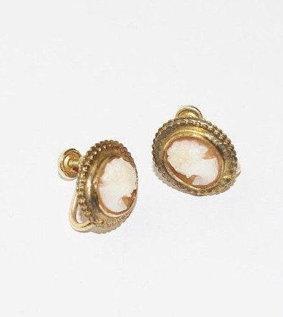 cameo earrings Vintage screw on