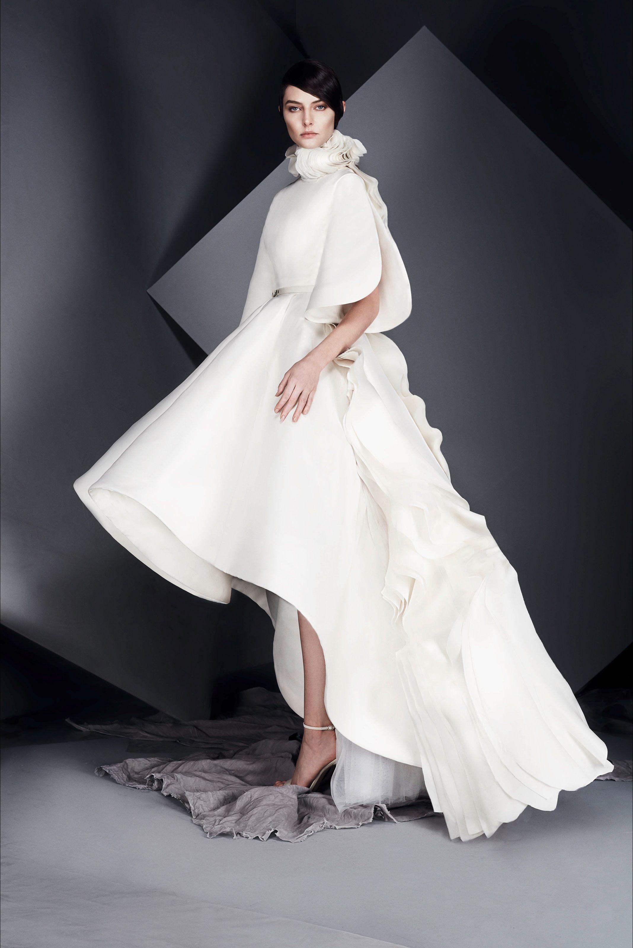 5386eb0c539e Guarda la sfilata di moda Ashi Studio a Parigi e scopri la collezione di  abiti e accessori per la stagione Alta Moda Primavera Estate 2017.