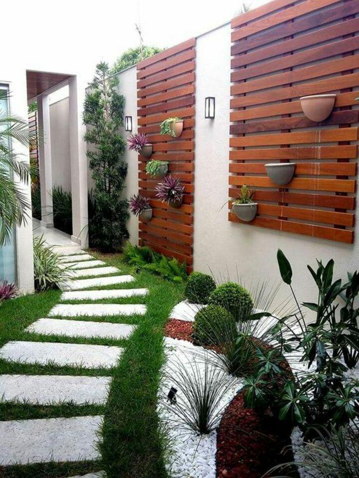 idee amenagement exterieur avec des plantes aux murs revetus de ...