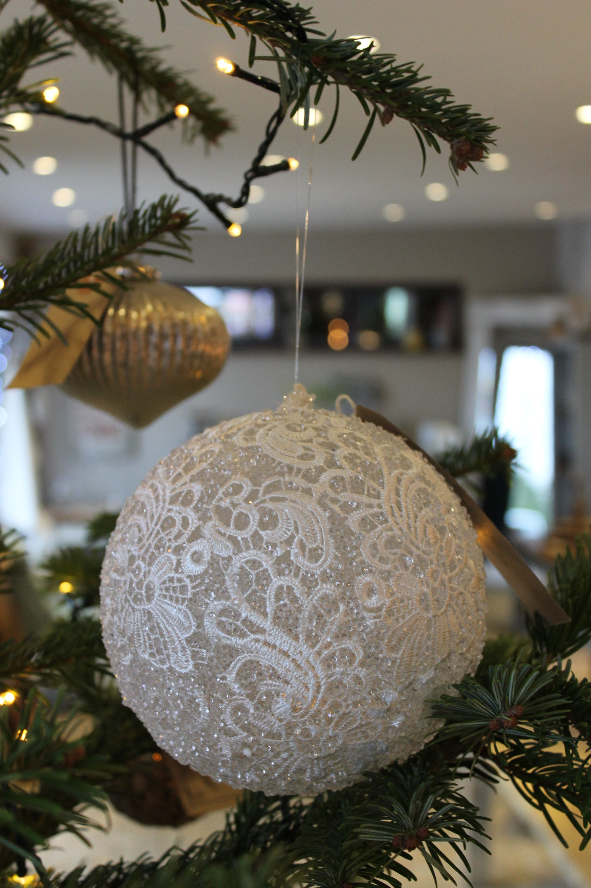 11++ Extra large white baubles ideas