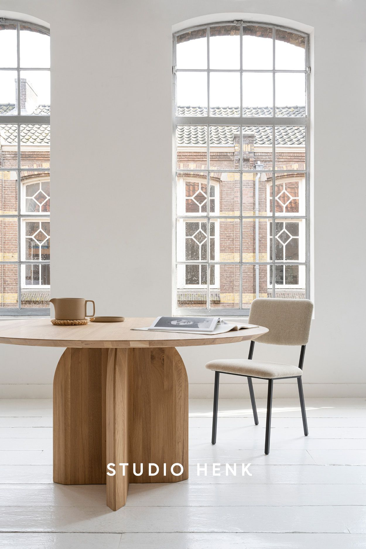 Style your dining room with a Studio HENK round oak table