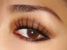 Eye shadow for brown eyes. I like it! simple but still sexy ;)
