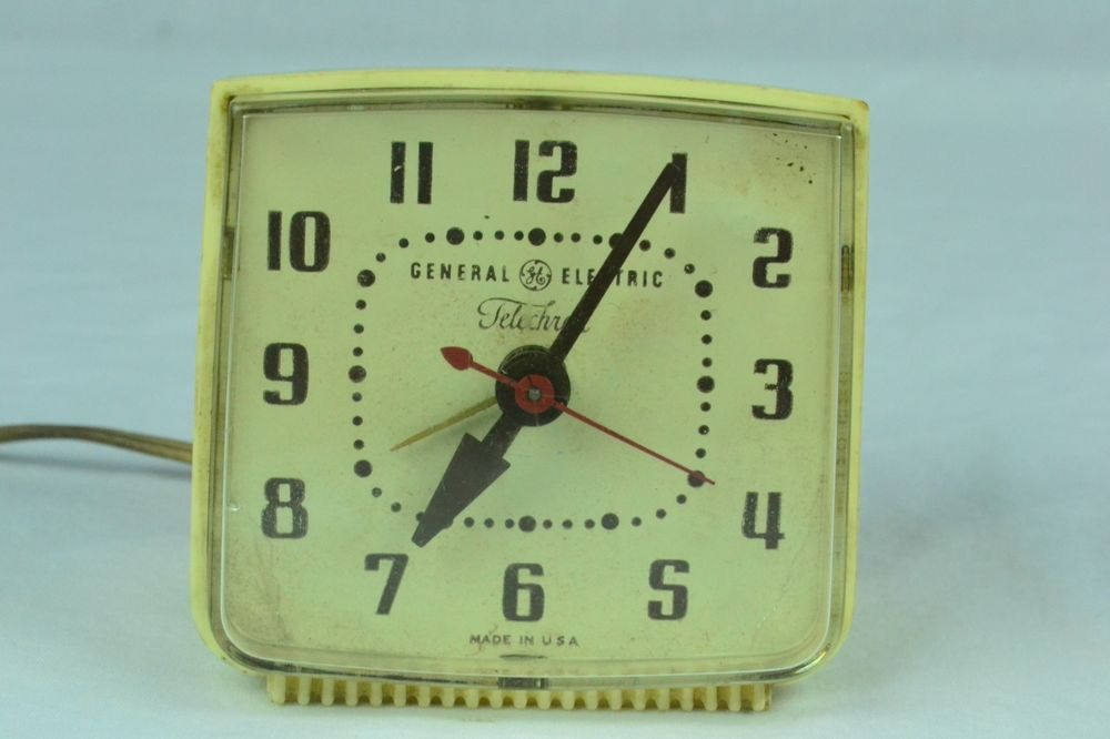 1950 s deco ge telechron alarm clock working bakelite desk clock rh pinterest com