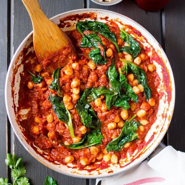 Spanish Chickpea and Spinach Stew | 11 Easy Stew Recipes To Warm You Up This Chilly Season | https://homemaderecipes.com/easy-stew-recipes/