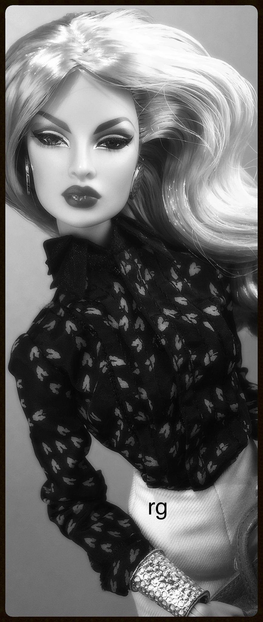 Pin de 💎⚜TERYL⚜💎 em Dolls B⚜️W