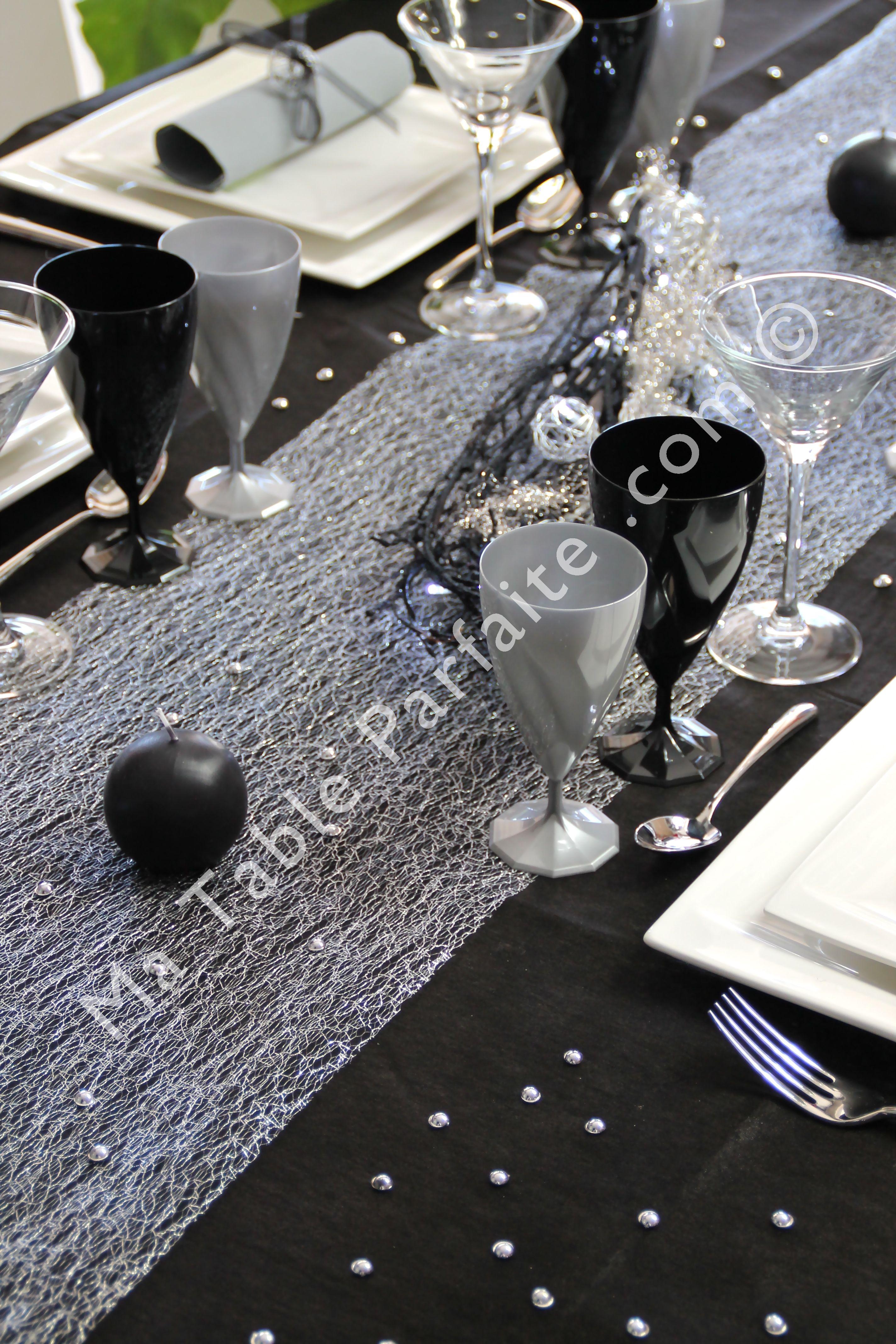 ambiance soir e chic pour le chemin de table cabaret de la. Black Bedroom Furniture Sets. Home Design Ideas