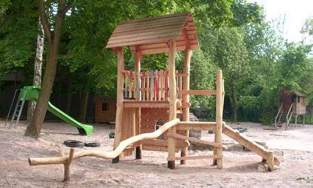 Spielturm und Kletterturm mit Balancierstange in Göttingen
