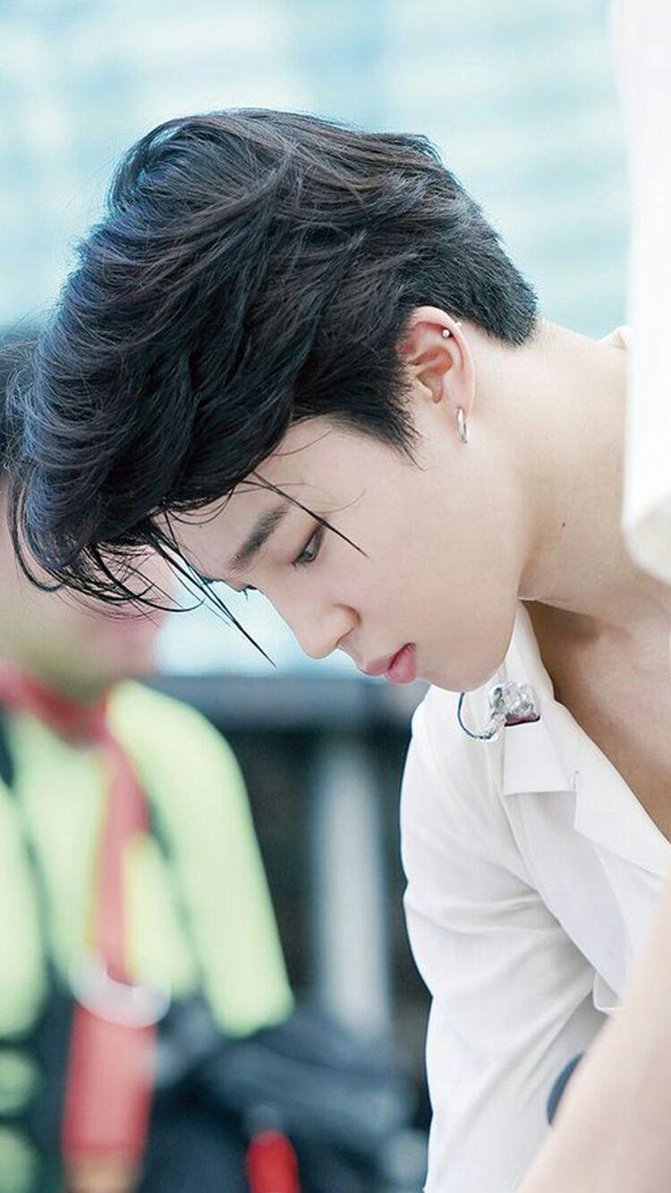 El Príncipe heredero al trono, Jeon Jung Kook, se ve