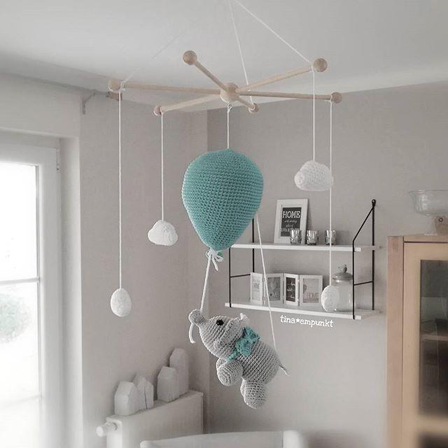 au erdem ist nochmal ein goldiges elefanten mobile ausgezogen da fliegt er hin mit seinem. Black Bedroom Furniture Sets. Home Design Ideas