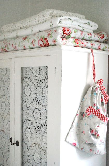 Easy Stenciled Glass Cabinet Doors Shabby Chic Cottage Shabby Chic Shabby Chic Kitchen